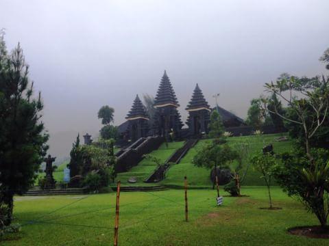 Tempat Ibadah Beralih Menjadi Objek Wisata