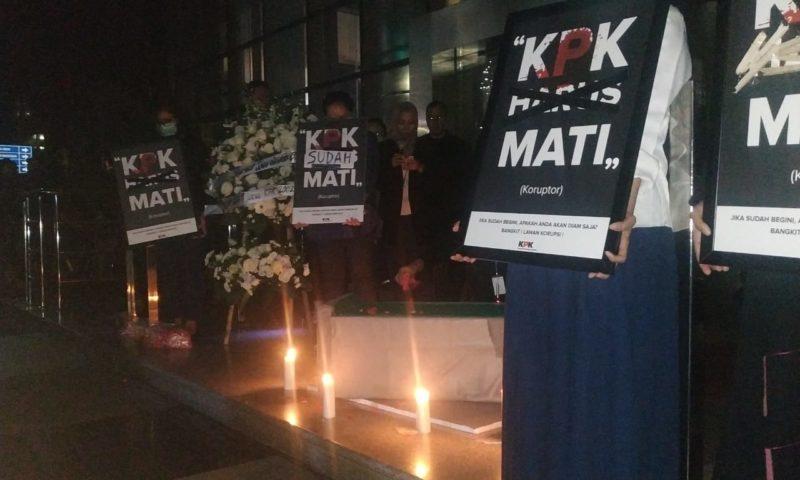 Aksi Malam Duka, Bentuk Kekecewaan Terhadap Sah-nya UU KPK